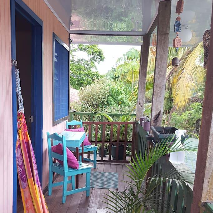 Private Balcony / Balcón Privado