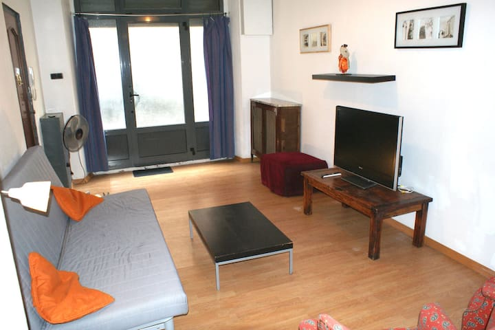 Huge family apt with patio: Central (HUTB-005825)