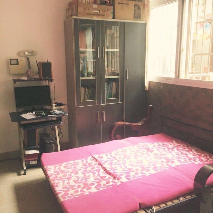 免费提供寝具,被子都是干净的