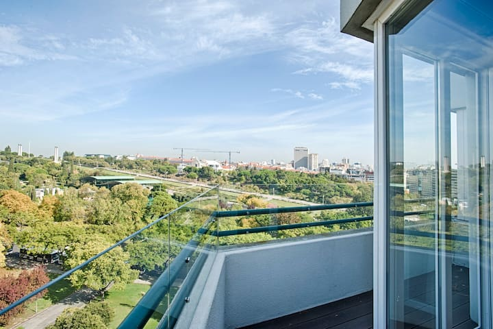2 Bedroom, Gorgeous View Apt in Central Lisbon