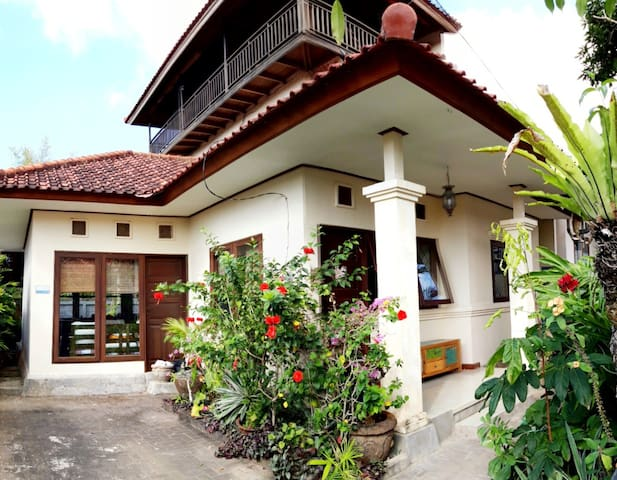 CEC House: Balinese home in Nusa Dua (Cahaya Room)