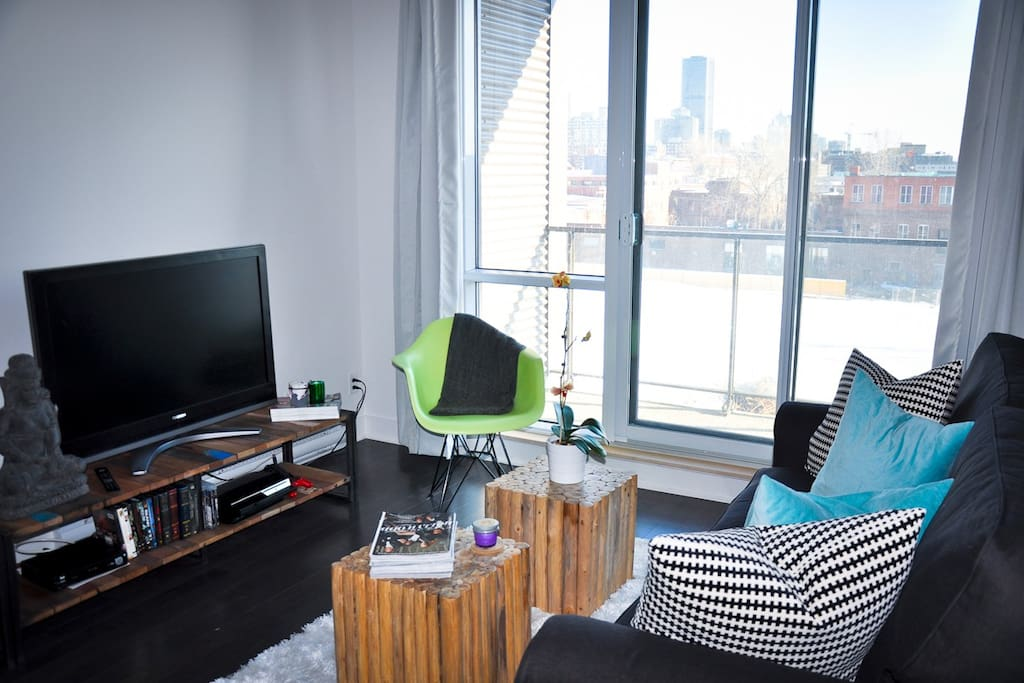 Living Room - Views of Montreal skyline