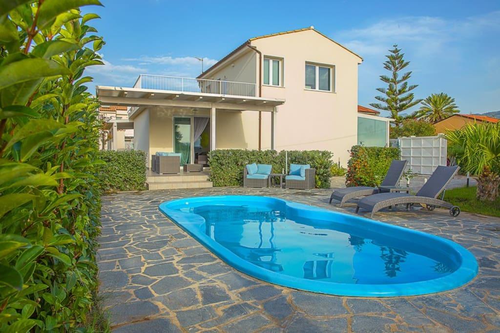 Villa con piscina vista mare cefal ville in affitto a - Villa con piscina sicilia ...