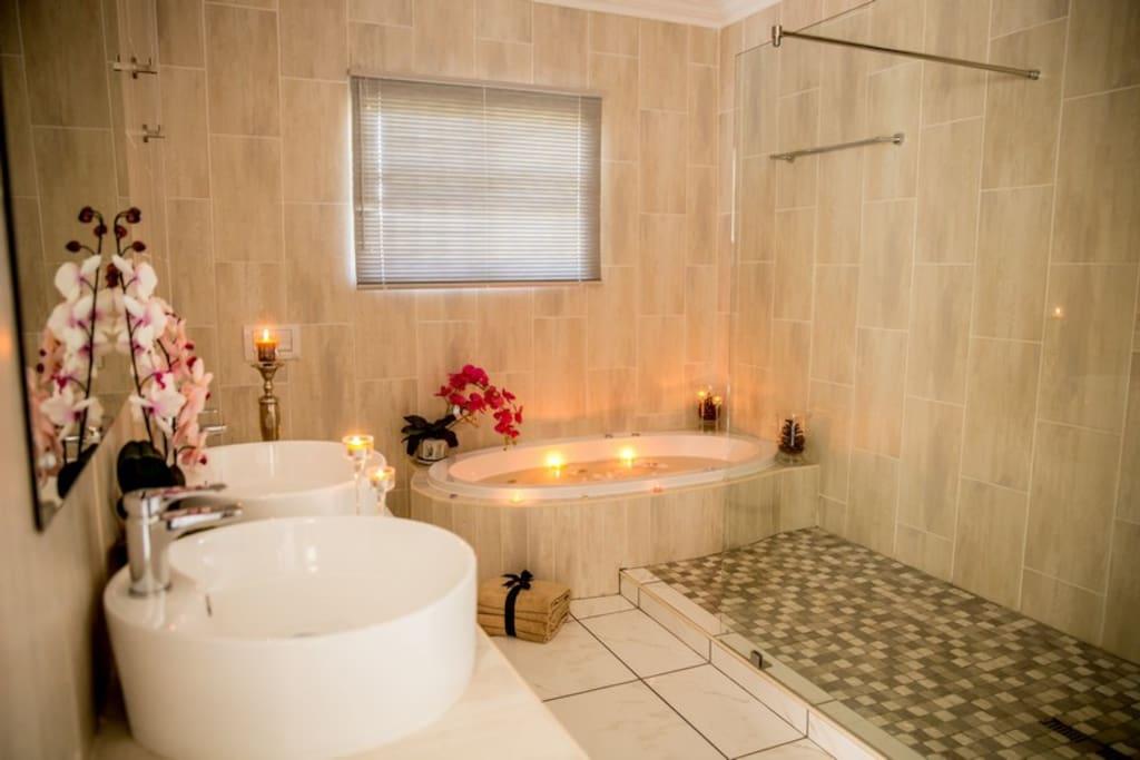 Transkei Suite Room Bathroom