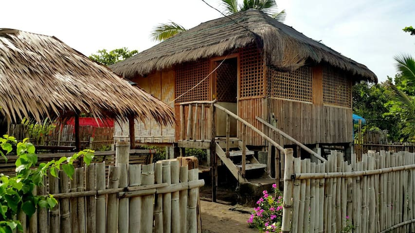 Beach Front Nipa House & Hut - Bagac