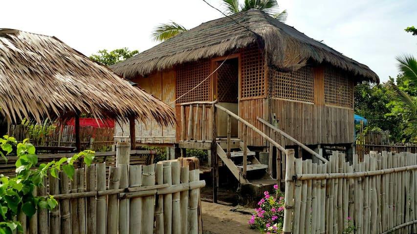 Beach Front Nipa House & Hut - Bagac - Hut
