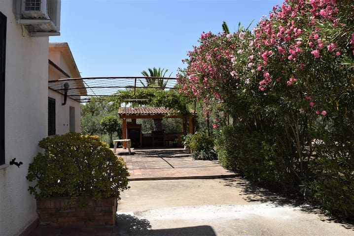 Villa Polimnia, 8 pax.giardino e barbecue privati