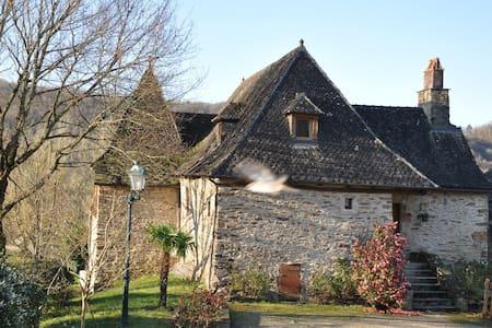 Charme dans la vallée de la Dordogne - Laval-de-Cère - 独立屋