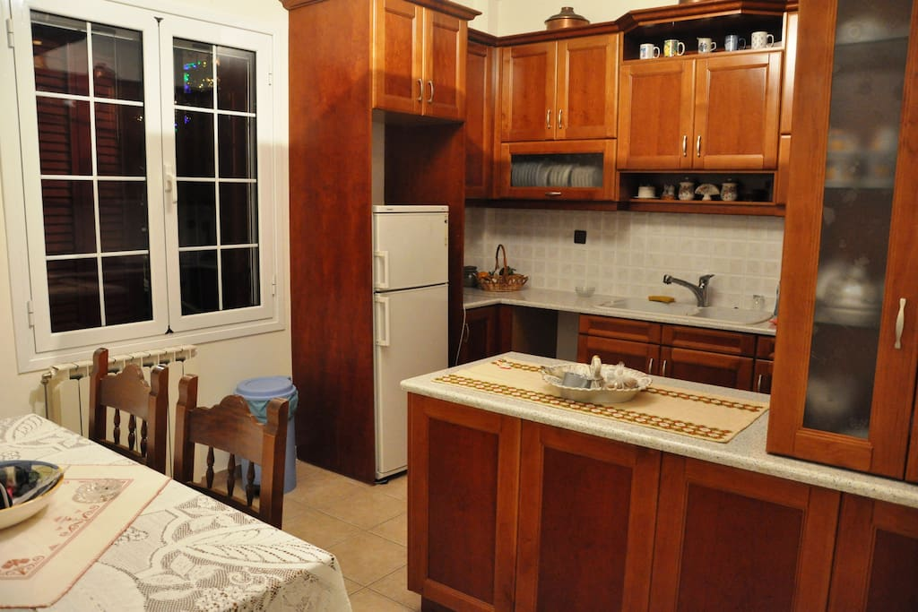 fully equipped kitchen ... κουζίνα πλήρως εξοπλισμένη...