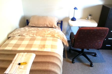 R1 - Single Bedroom Shared Bathroom - Sunbury - Hus