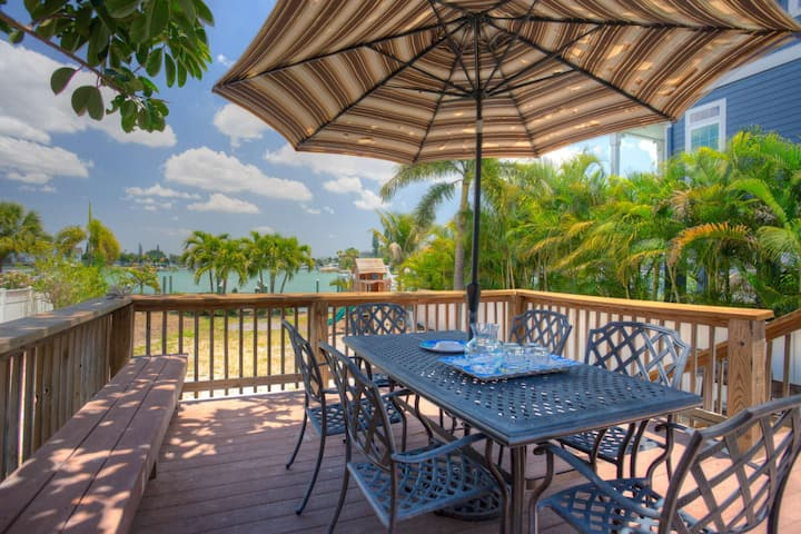 Setup for Family Vacation! Private House on the Bay. Boat Dock. Large Yard. Beach Across the Street.