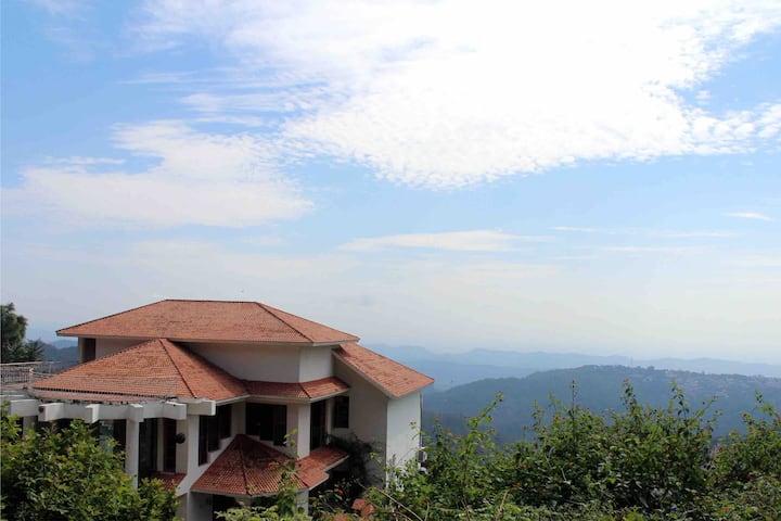 Valley facing villa in Himachal, 4 hrs from Delhi