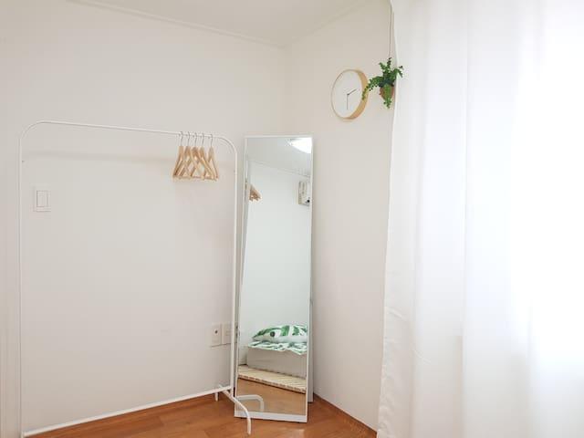hanger, mirror