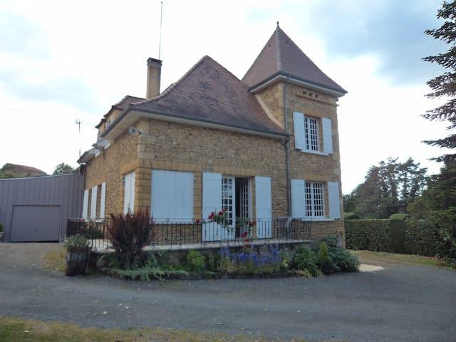 Dordogne gite périgourdin avec piscine privée - Belvès - Přírodní / eko chata