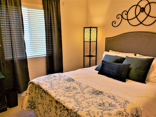Comfortable, Private Rm, Breakfast incl, Queen bd