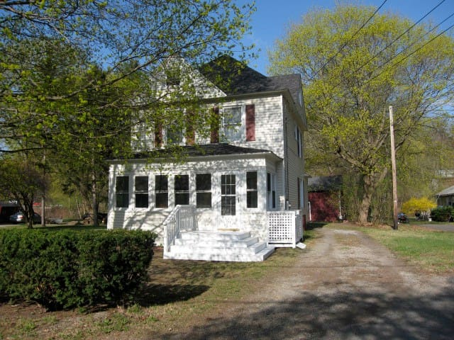 Quiet Neighborhood – Walk to town - Great Barrington - House