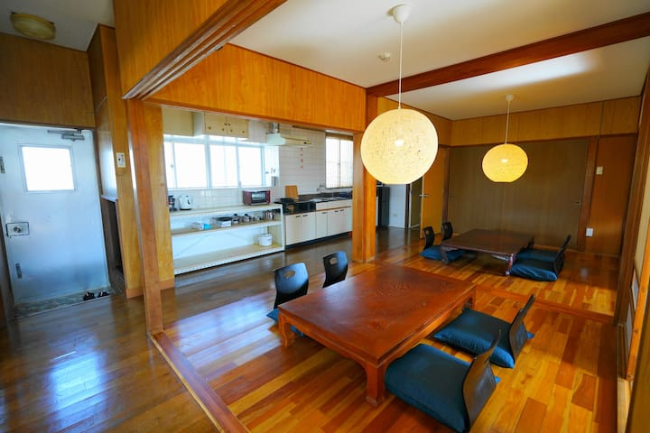 4部屋8名宿泊可能、市街アクセス便利、無料駐車場 TERRACE HOUSE TONOSHIRO