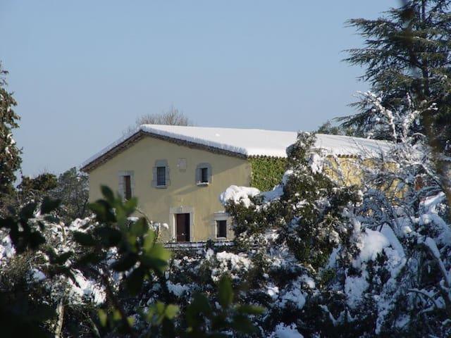 Habitaciones en casa rural - Llambilles - Bed & Breakfast