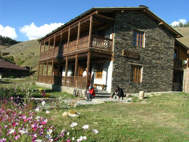 "Tusheti Guesthouse ""SHINA"" - village Zemo omalo - Bed & Breakfast"