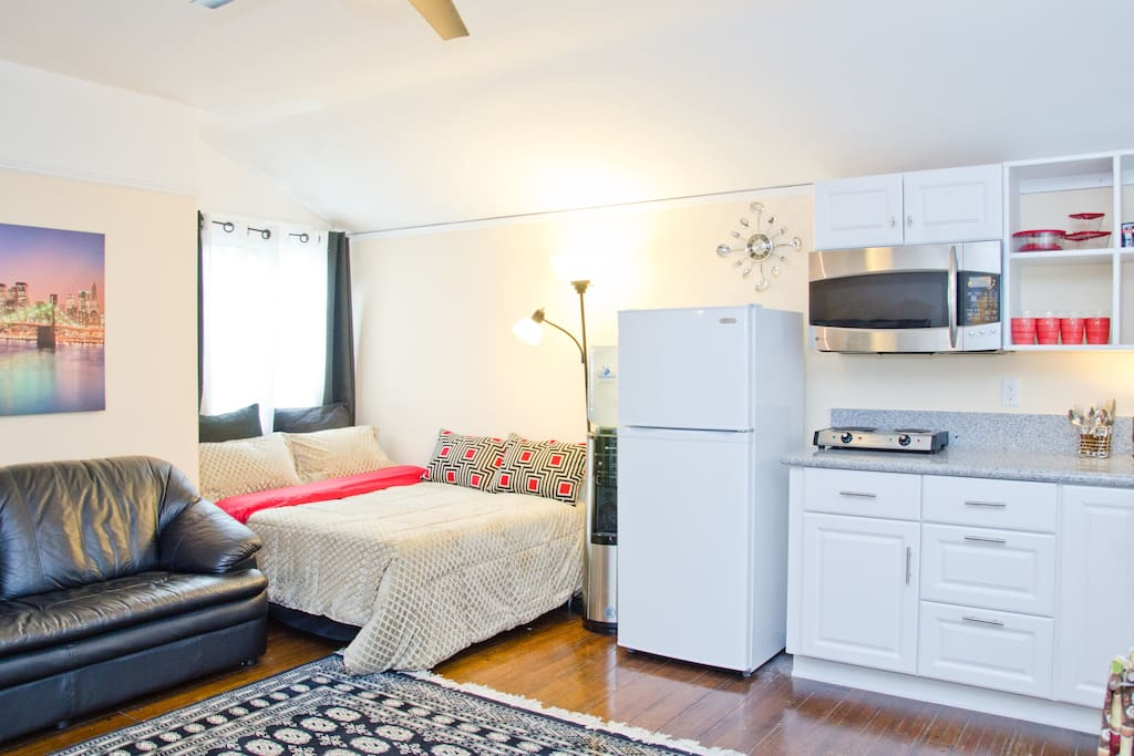 Kitchen/living room combination with full size bed (good for 2)