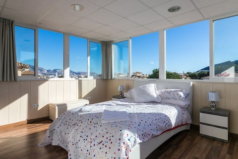 Top Floor Penthouse En-Suite Sea Views WiFi Pool