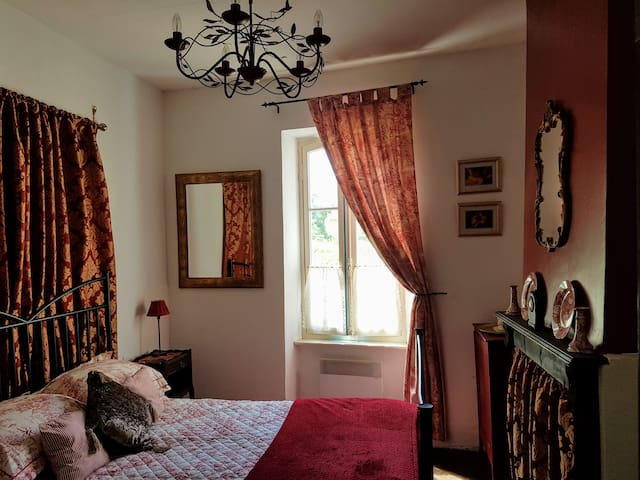 Mountain View Townhouse Quillan 'Fitou Room'