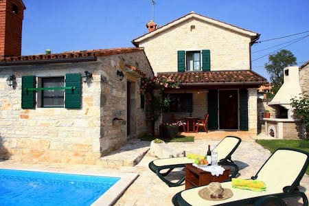 Villa With Private Pool In Istria - Baderna - Hus