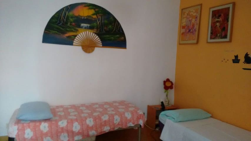 Backpackers 3 beds Dorm-Metro C- WIFI-Kitchenette