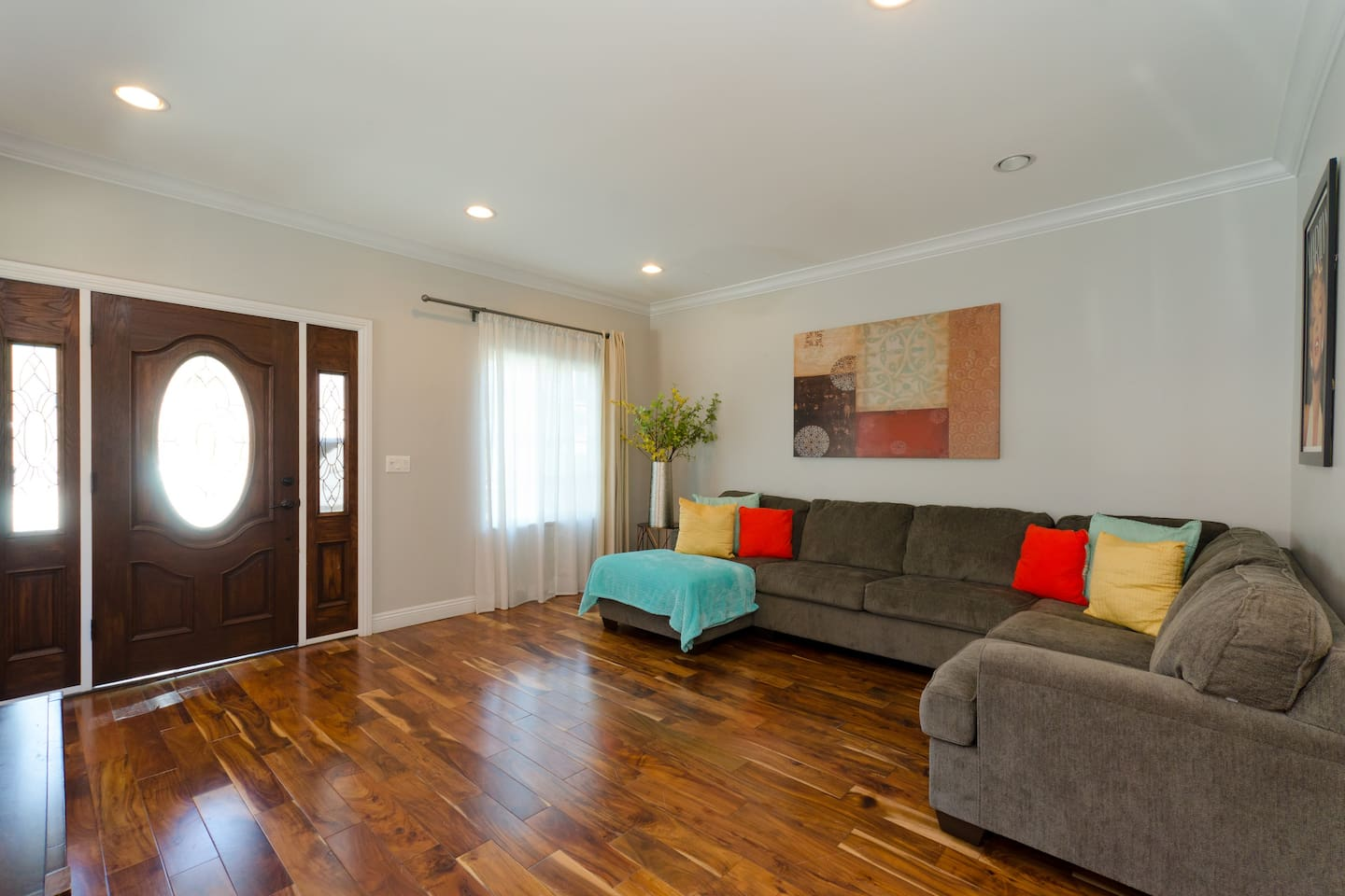 Spacious and bright living room!