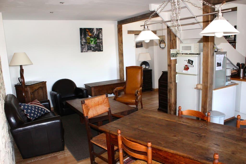 grande pièce ouverte sur salon, salle à manger ....
