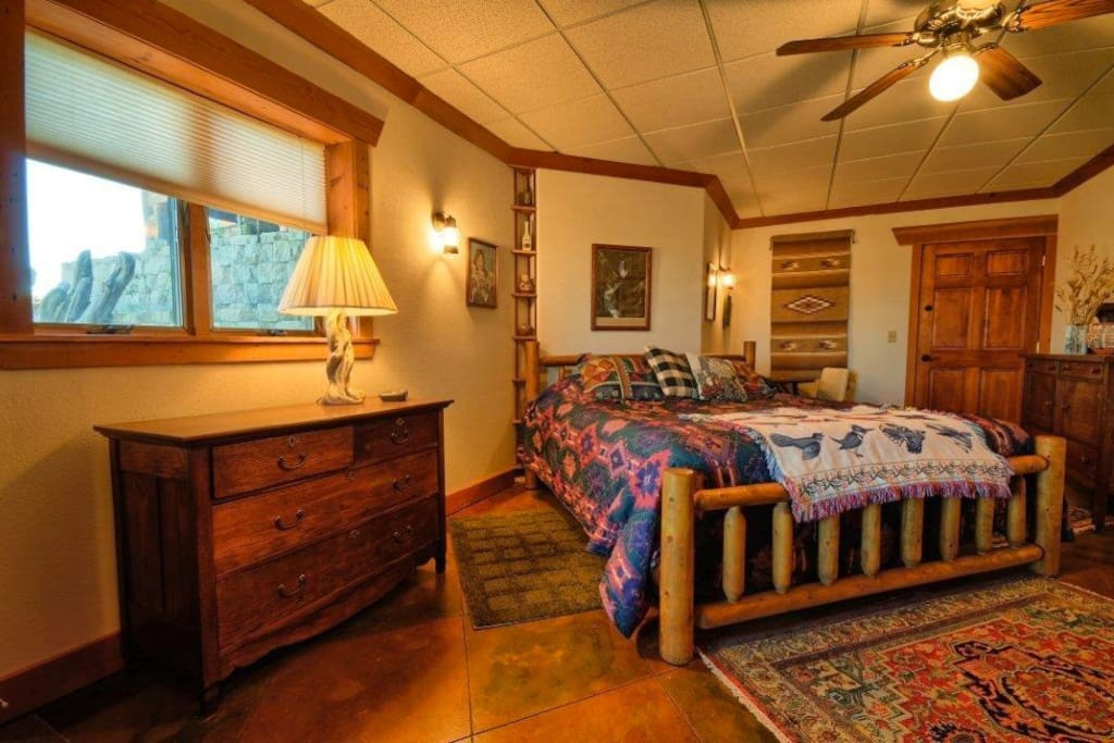 Yellowstone Room with King Bed & Private Bath