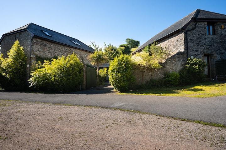 Tranquil 200 year old Barn Conversion, Devon