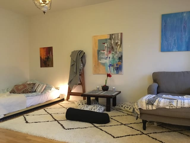 Your own cozy studio 10 min from the city.