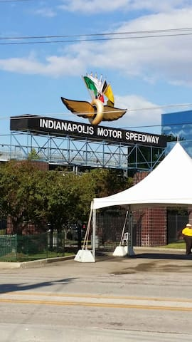 INDY RV Parking/Camping - Speedway - Wóz Kempingowy/RV