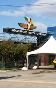 INDY RV Parking/Camping - Speedway - รถบ้าน/รถ RV