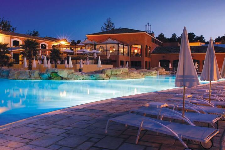 Vacances Reposantes Avec Acces Piscine Et Spa Terrasse Privee
