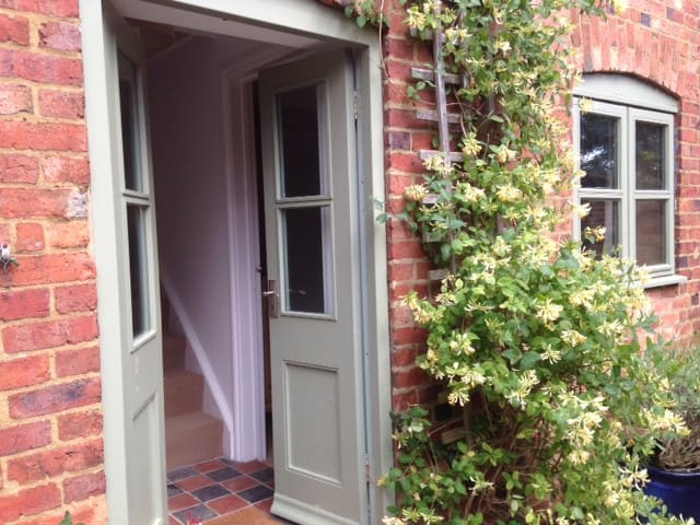 Apartment in pretty south Leicestershire village