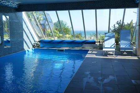 Vue mer et  piscine couverte - Plouha - Apartment