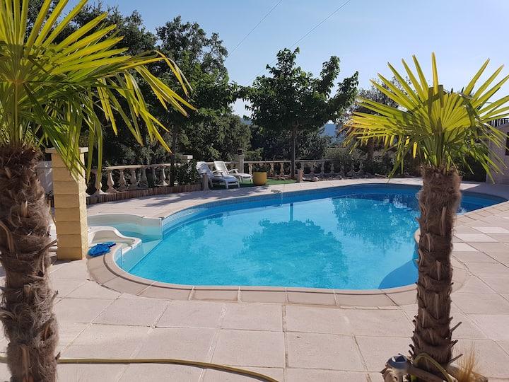 Villa au calme, vue exceptionnelle, jardin piscine