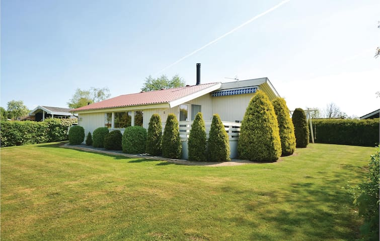 Holiday cottage with 2 bedrooms on 75m² in Egernsund