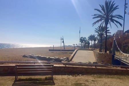 Apartamento frente al Mar-Barcelona - Canet de Mar - Huoneisto