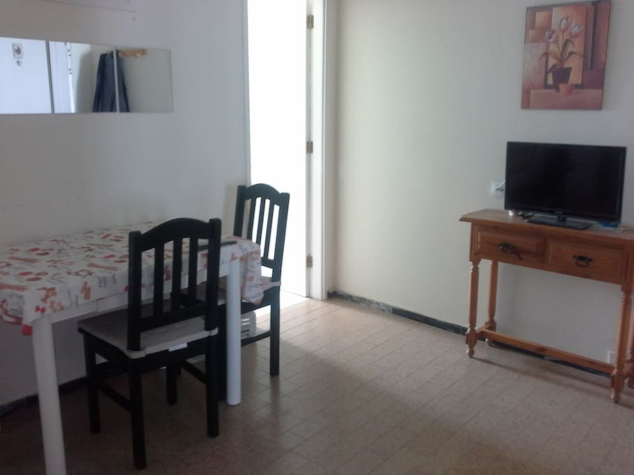 arrecife singles Single rooms double rooms more destinations arrecife las  only a few minutes walk to the grand hotel of arrecife where you can visit to the top floor bar and .