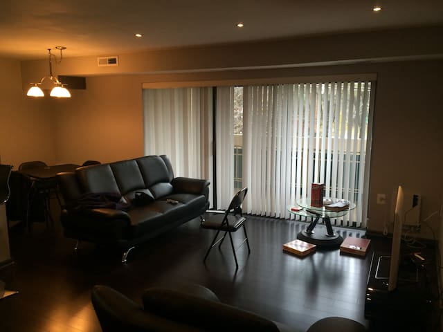 Your Home away from Home, Awesome modern 1Br Condo - Falls Church - Wohnung
