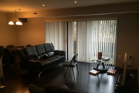 Your Home away from Home, Awesome modern 1Br Condo - Falls Church - Condominium