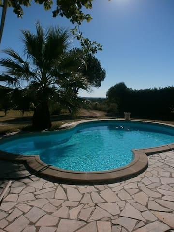 Villa trés agreable, splendide vue sur Uzes