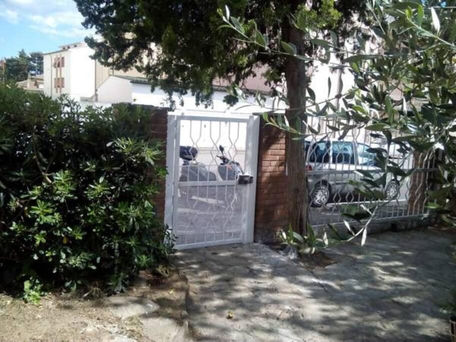 entrata principale (accesso al giardino)