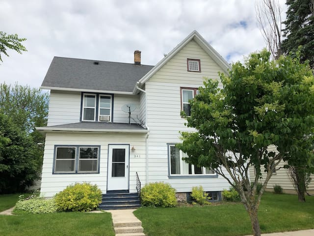 4 or 2 BR - walking distance to all in Elkhart