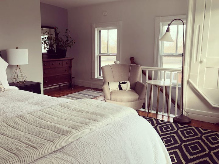 Retreat at Sea Cloud Cottage in Historic Wiscasset