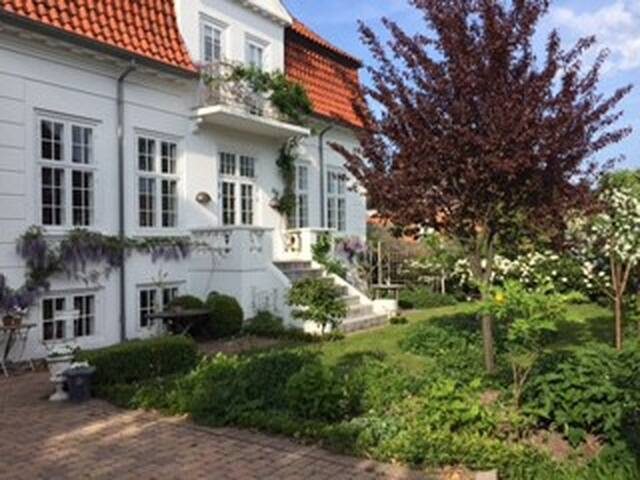 Cosy house and garden 5 min to beach 20 min to Cph - Hellerup - House