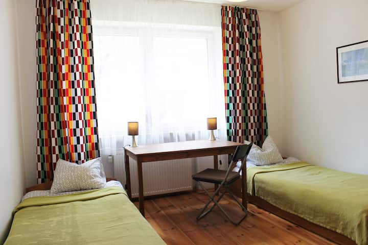 Comfortable room with 2 single beds